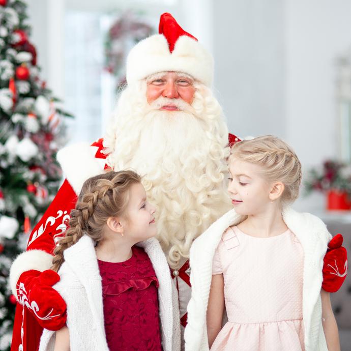 дед мороз и две нарядные девочки у елки